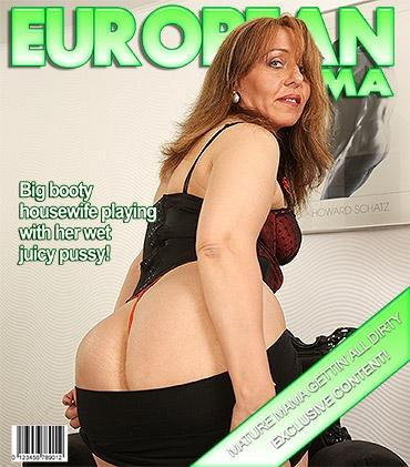 Mature - Melany (42) - Naughty housewife getting wet by her dildo