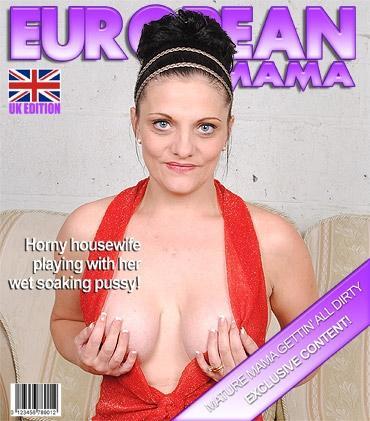 Mature - Kerry (EU) (38) - Horny brunette housewife getting herself wet