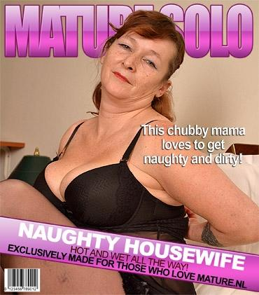 Mature - Leah (EU) (49) - Naughty chubby mama playing with her toy