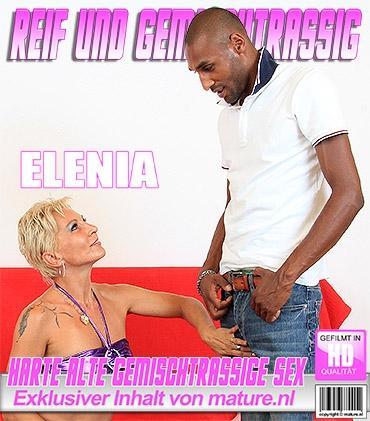 Mature - Elenia (40) - Harter gemischtrassiger Sex von Älteren