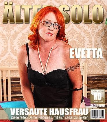 Mature - Evetta (46) - Kurvige ältere Dame spielt im Bett
