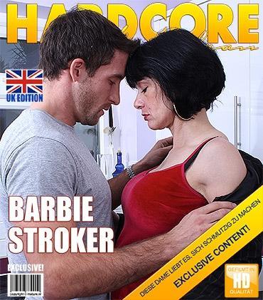 Mature — Barbie Stroker (EU) (45) — Britische Heiße Hausfrau fickt und saugt