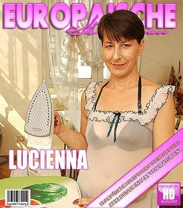 Mature - Lucienna (42) - Reife Dame masturbiert