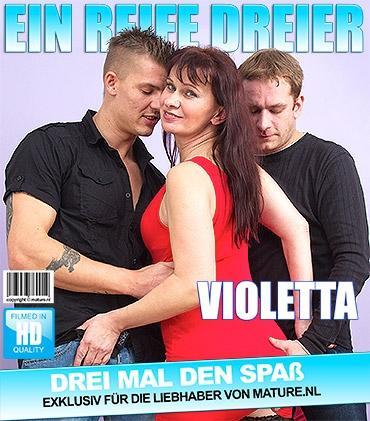 Mature - Violetta B. (43) - Freche Hausfrau hat einen Dreier