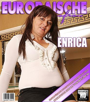 Mature - Enrica O. (37) - Freche Ältere Hausfrau fingert sich selbst