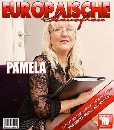 Mature - Pamela G. (50) - Freche Dame spielt mit sich selbst