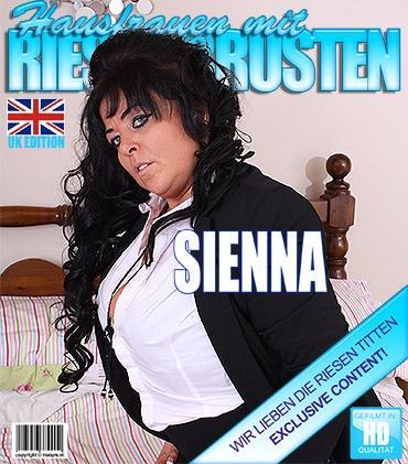 Mature - Sienna (EU) (38) - Britische Vollbusige Hausfrau spielt mit sich selbst