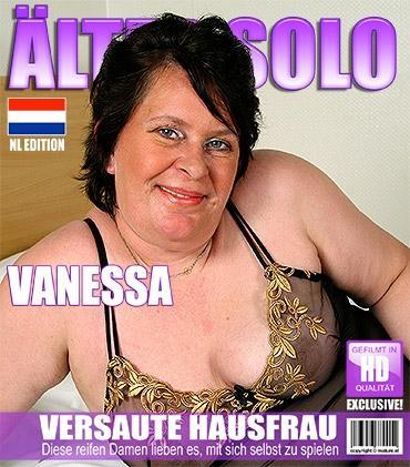 Mature - Vanessa B. (46) - Niederländisch große und reife Schlampe fingert sich selbst