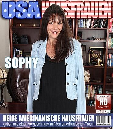 Mature - Sophy K. (44) - Amerikanisch Hausfrau fingert sich selbst