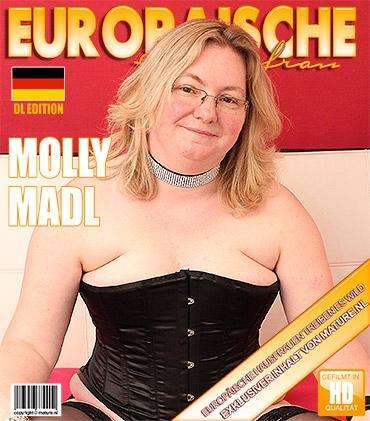 Mature - Molly Madl (EU) (43) - Deutsche amateur Hausfrau fummelt herum