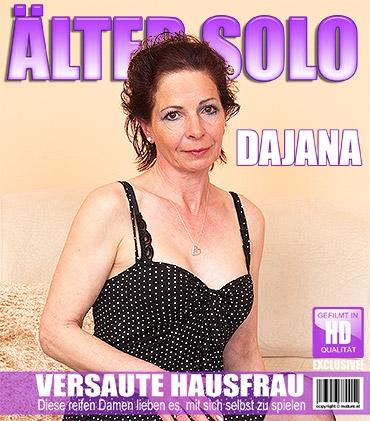 Mature - Dajana (54) - Frische Ältere Dame fummelt herum