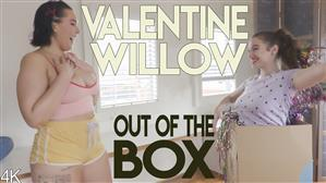 girlsoutwest-19-08-31-valentine-and-willow-out-of-the-box.jpg