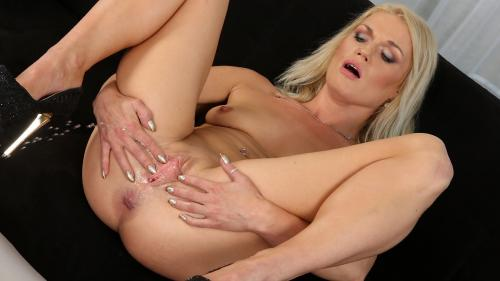 Angella Luxx in Soaking The Tabletop