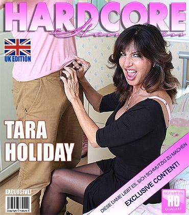 Mature - Tara Holiday (47) - Britische Vollbusige MILF fickt und saugt  Mature.nl
