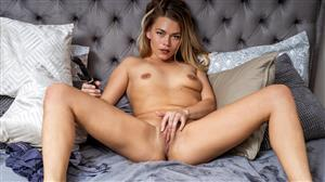 anilos-19-09-06-ani-she-does-it-too.jpg