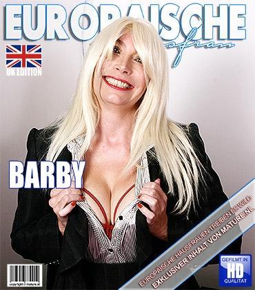Mature - Barby (EU) (49) - Britische Heiße Hausfrau fummelt herum