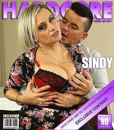 Mature - Sindy (45) - Vollbusige mama fickt und saugt