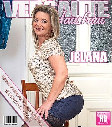 Mature - Jelana (49) - Geile Hausfrau fingert sich selbst