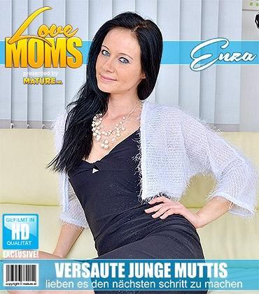 Mature - Enza (35) - Heiße mama spielt mit sich selbst