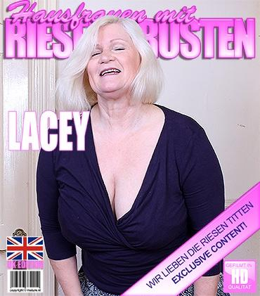 Mature - Lacey Starr (EU) (57) - Britische Vollbusige Dame fummelt herum
