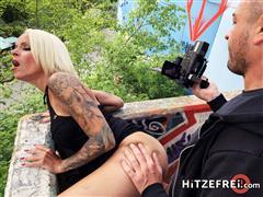 hitzefrei-19-09-10-sophie-logan-spontaneous-outdoor-fuck-date-german.jpg