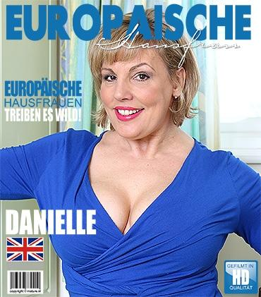 Mature - Danielle (EU) (45) - Britische Pummelige Hausfrau fingert sich selbst