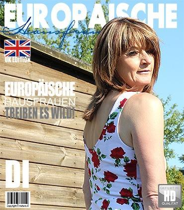 Mature - Di (EU) (44) - Britische Hausfrau spielt im Freien