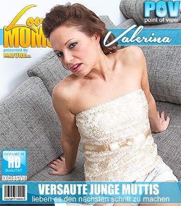 Mature - Valerina (42) - Haarige mama fickt und saugt